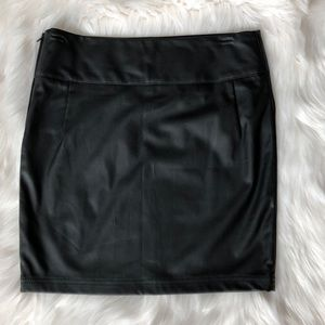 🚚FOREVER21 Faux leather black mini skirt small